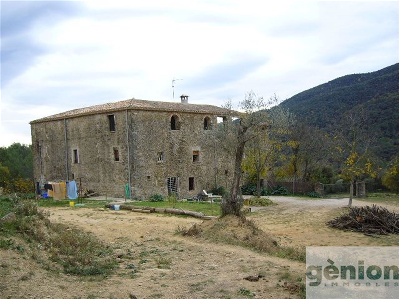 MASIA IN PLA DE L'ESTANY. 600M² OF BUILT SURFACE AND 25HA OF LAND