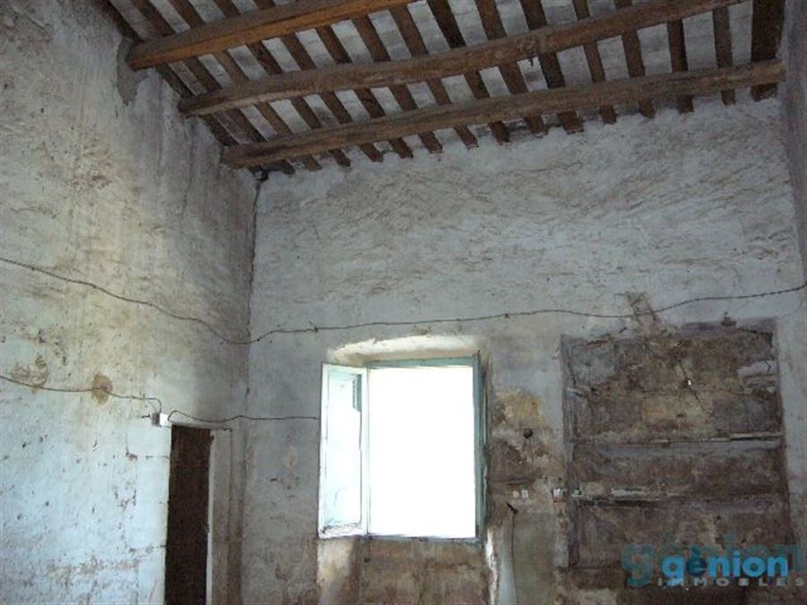 FARMHOUSE IN GIRONA. 869M² BUILT SURFACE, 60M² HAYLOFT AND 3,84 HA OF LAND