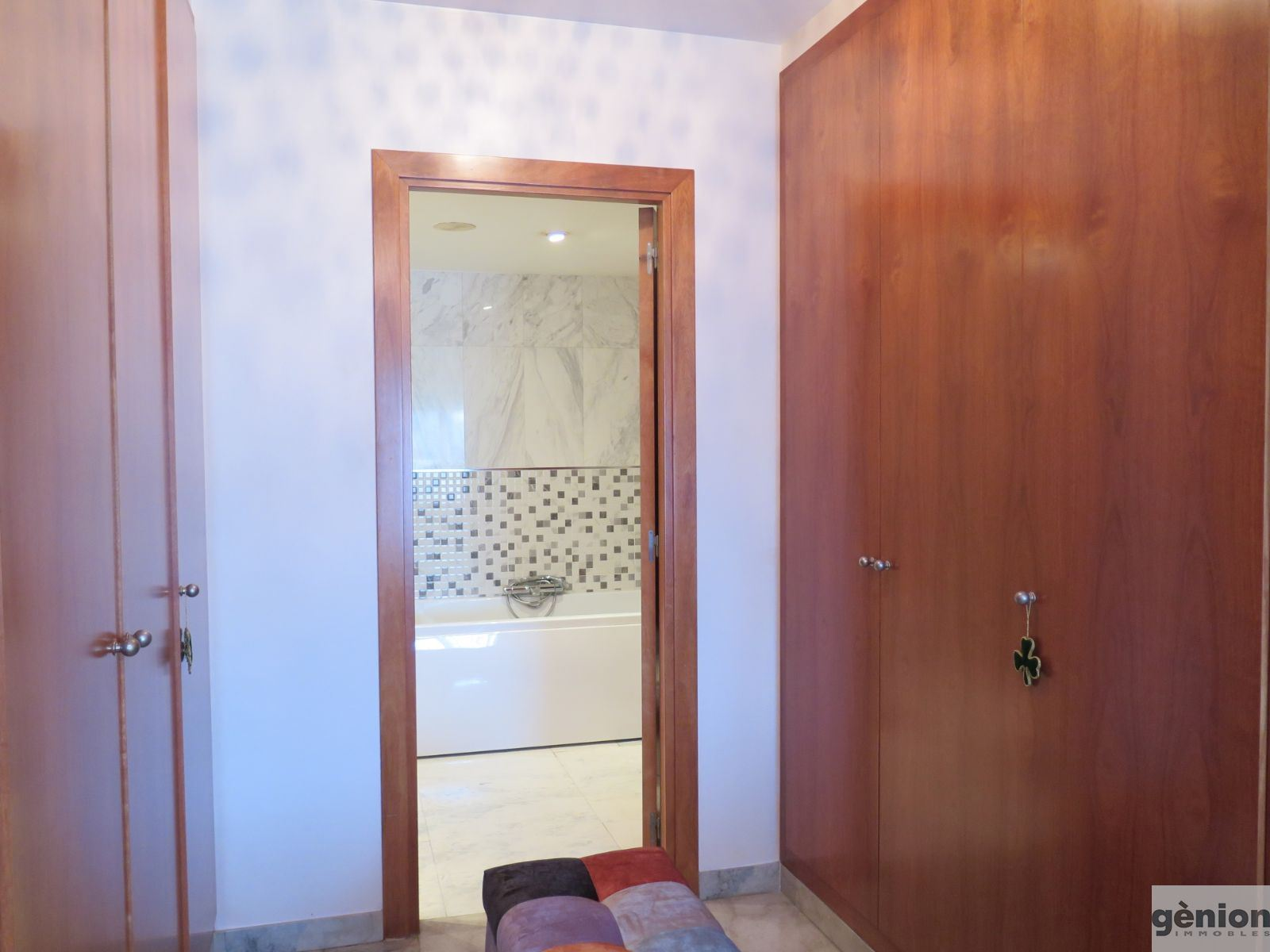 4 ROOMS HIGH FLOOR APARTMENT IN GIRONA. NEXT TO THE CENTER, WITH PARKING INCLUDED
