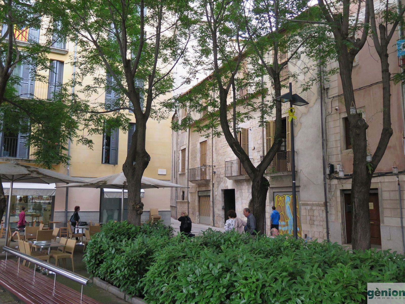 BUILDING IN GIRONA, BARRI VELL. RIGHT IN THE CENTRE, SUITABLE FOR HOTEL OR EXCLUSIVE FLATS