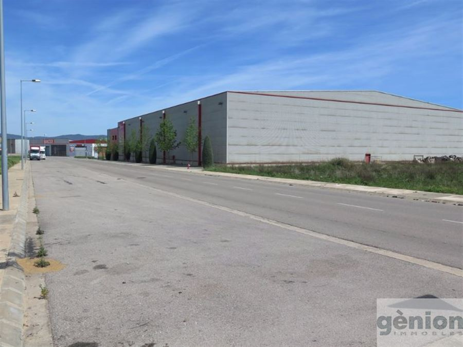 INDUSTRIAL PLOT OF 2.933,51M². BESIDE GIRONA
