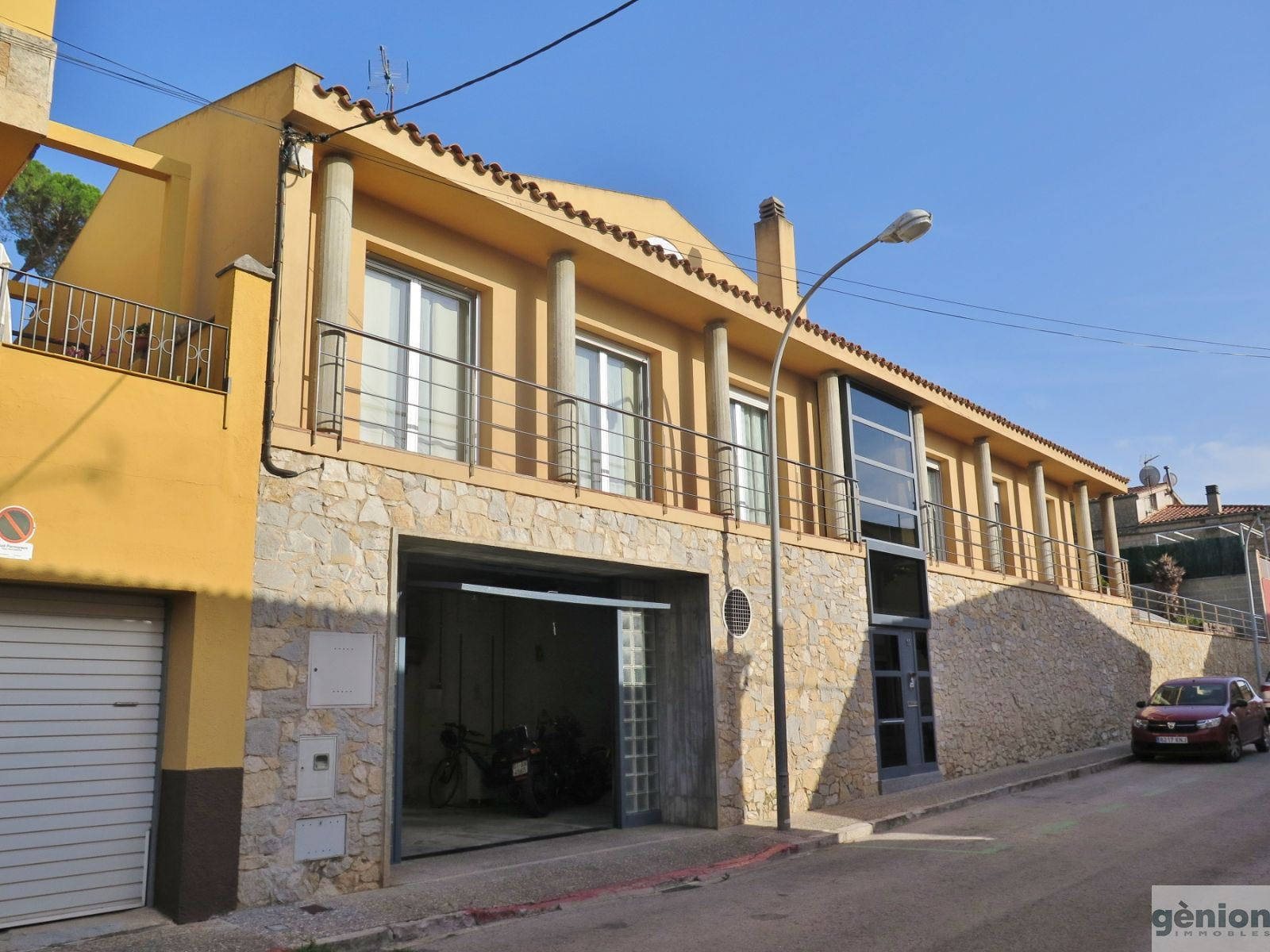 HOUSE IN LES PEDRERES, GIRONA. NEXT TO THE BARRI VELL (OLD QUARTER), WITH SUN,LIGHT AND VIEWS