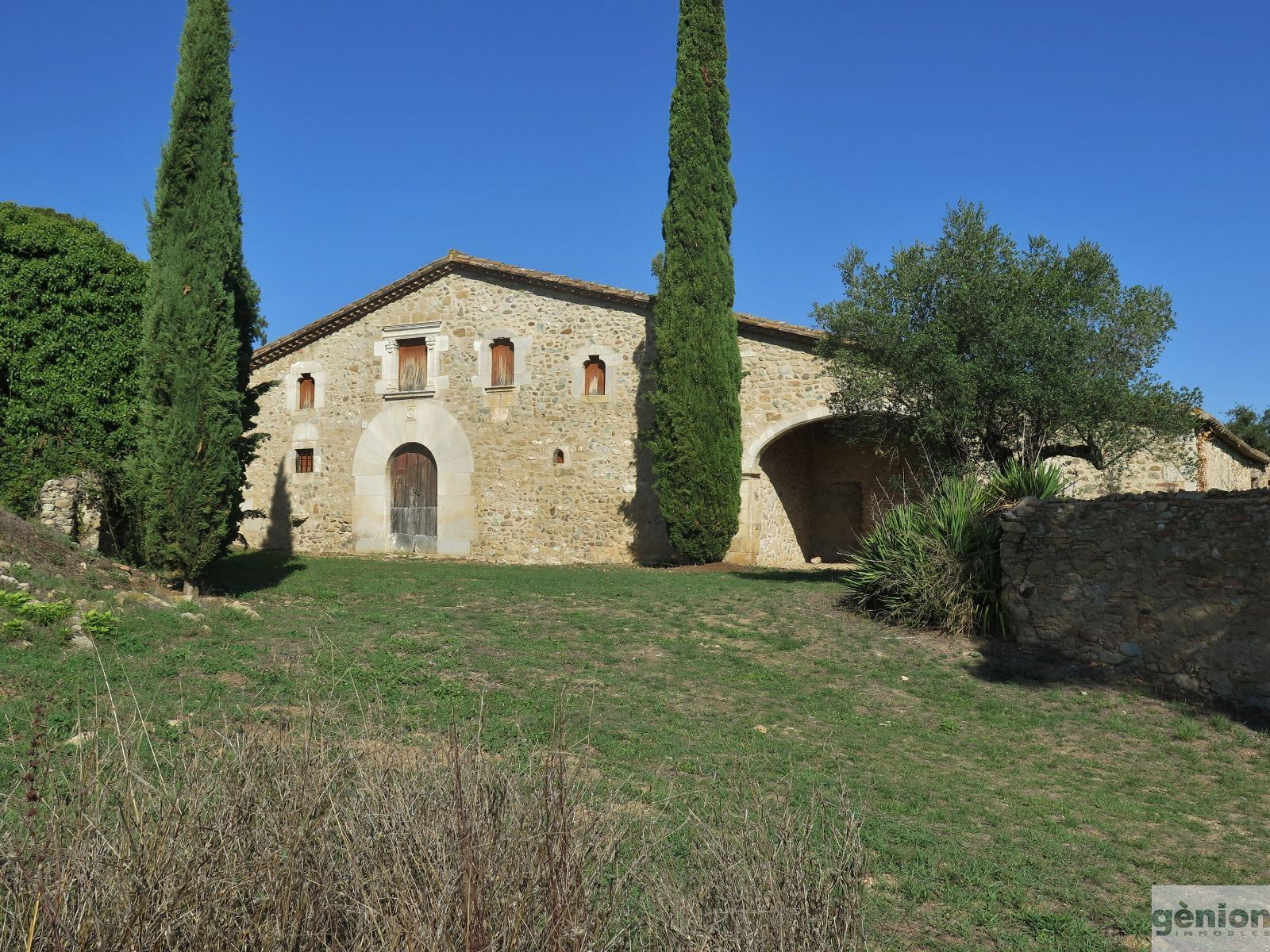 AUTHENTIC TRADITIONAL CATALAN FARMHOUSE: 600M² BUILT AREA AND 16 Ha OF GROUNDS, WITH VIEWS OVER THE EMPORDÀ PLAIN