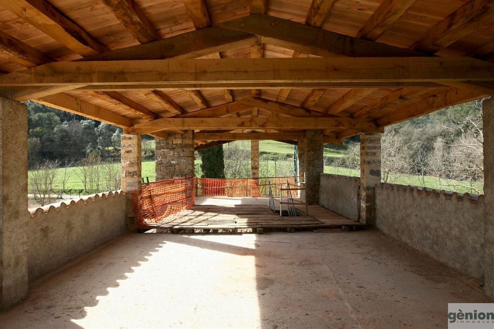 FARMHOUSE CLOSE TO BANYOLES LAKE. 14 ha OF LAND AND 1,900 m² GROSS FLOOR AREA