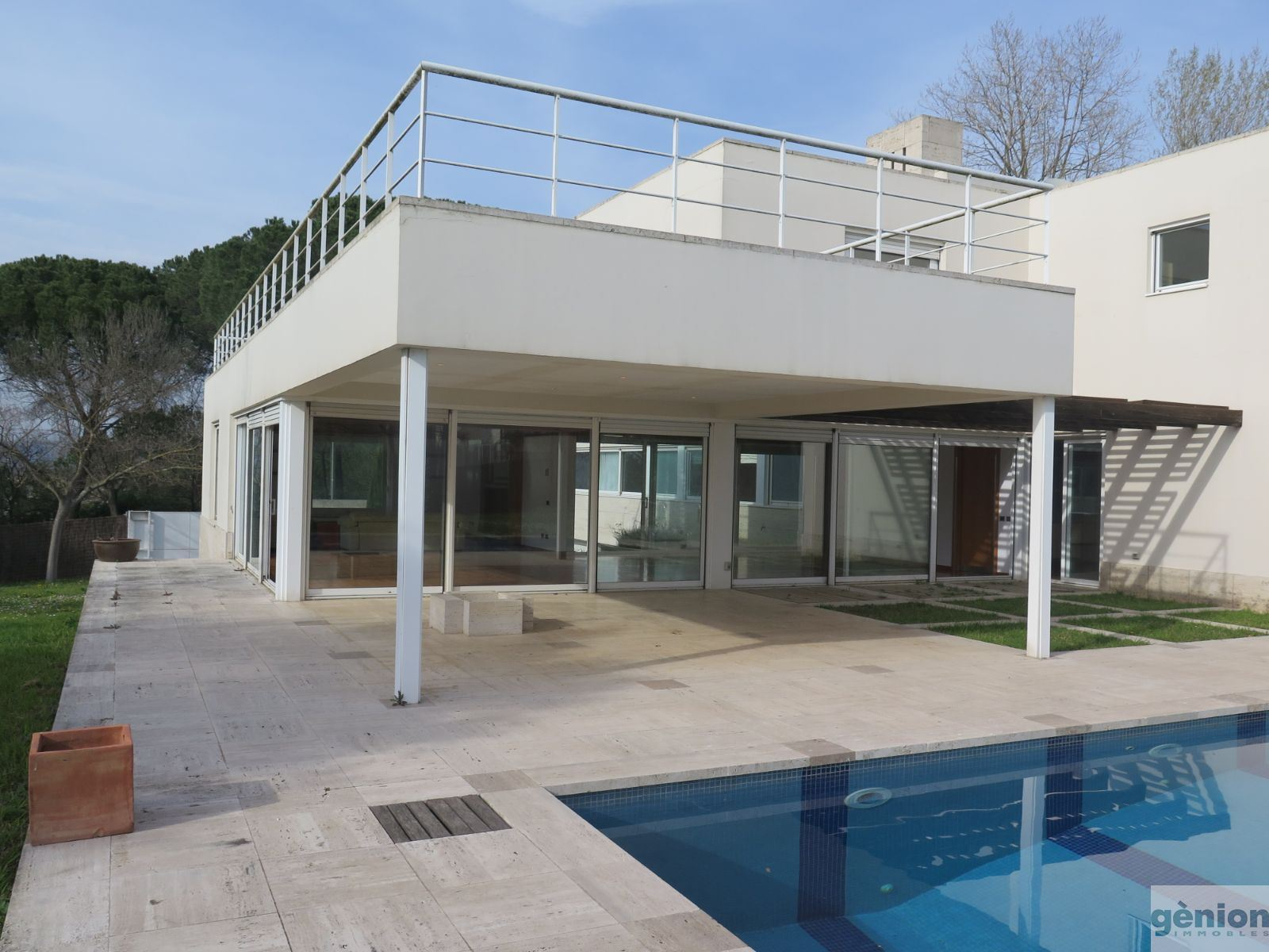 EXCLUSIVE HOUSE WITH A CONTEMPORARY ARCHITECTURE DESIGN IN PUIGVISTÓS, GIRONA