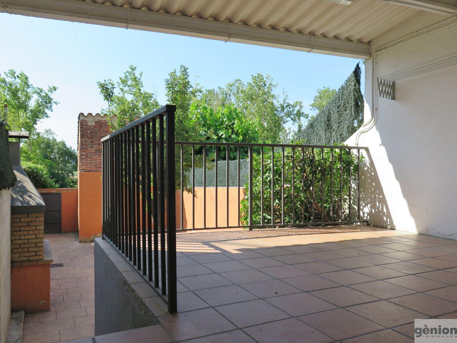 CASA DE POBLE AL CENTRE DE  VIDRERES, DUES PLANTES I PATI POSTERIOR