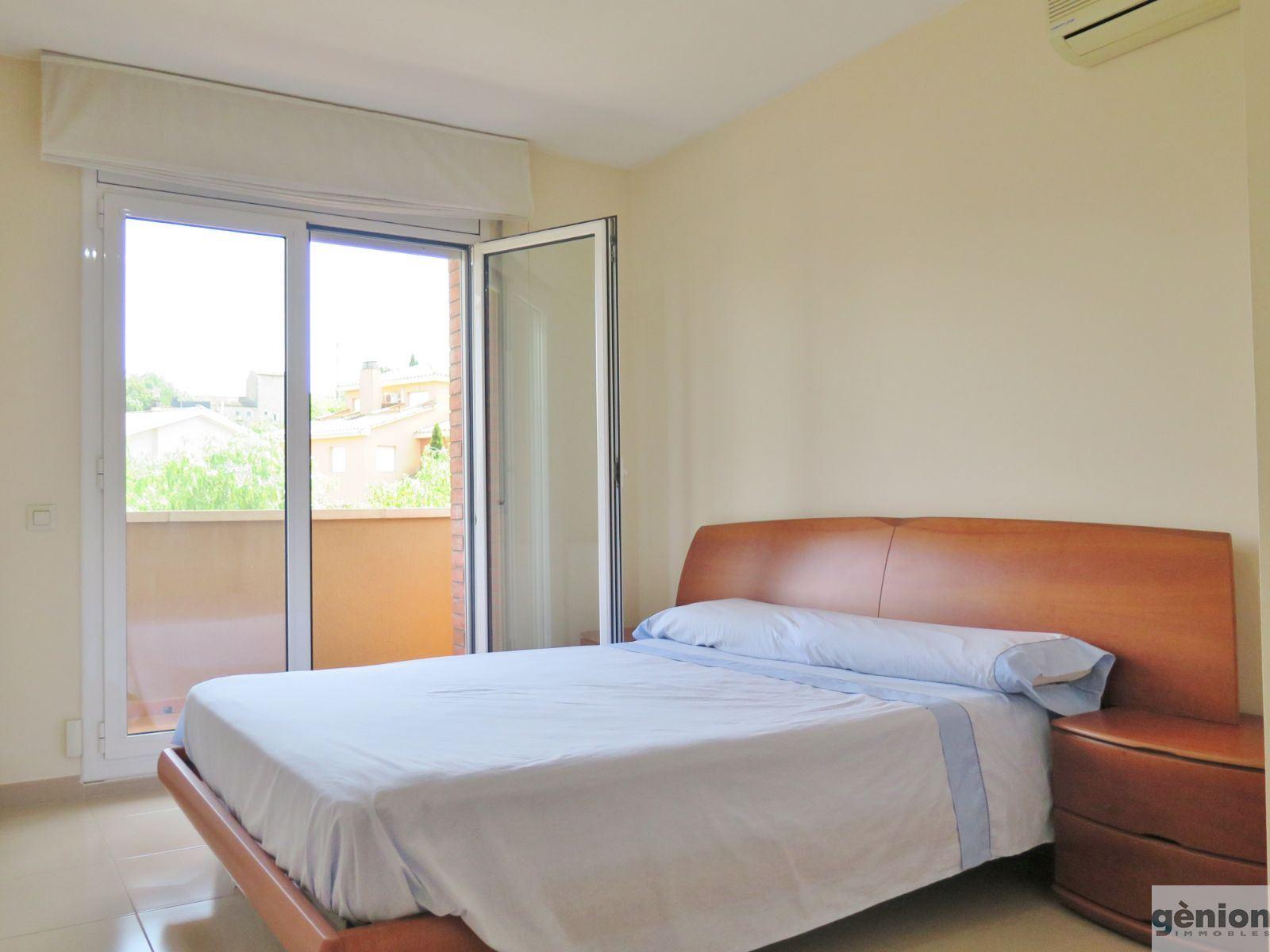 CASA APAREADA EN PALAU, GIRONA. 420M² DE PARCELA Y 238M² CONSTRUIDOS