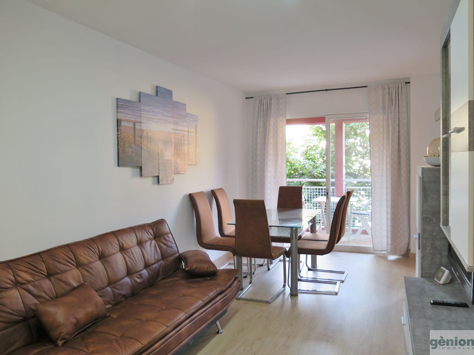 APARTMENT WITH 3 DOUBLE BEDROOMS AND 2 OPTIONAL PARKING SPACES, IN GIRONA'S BARRI VELL (OLD QUARTER)