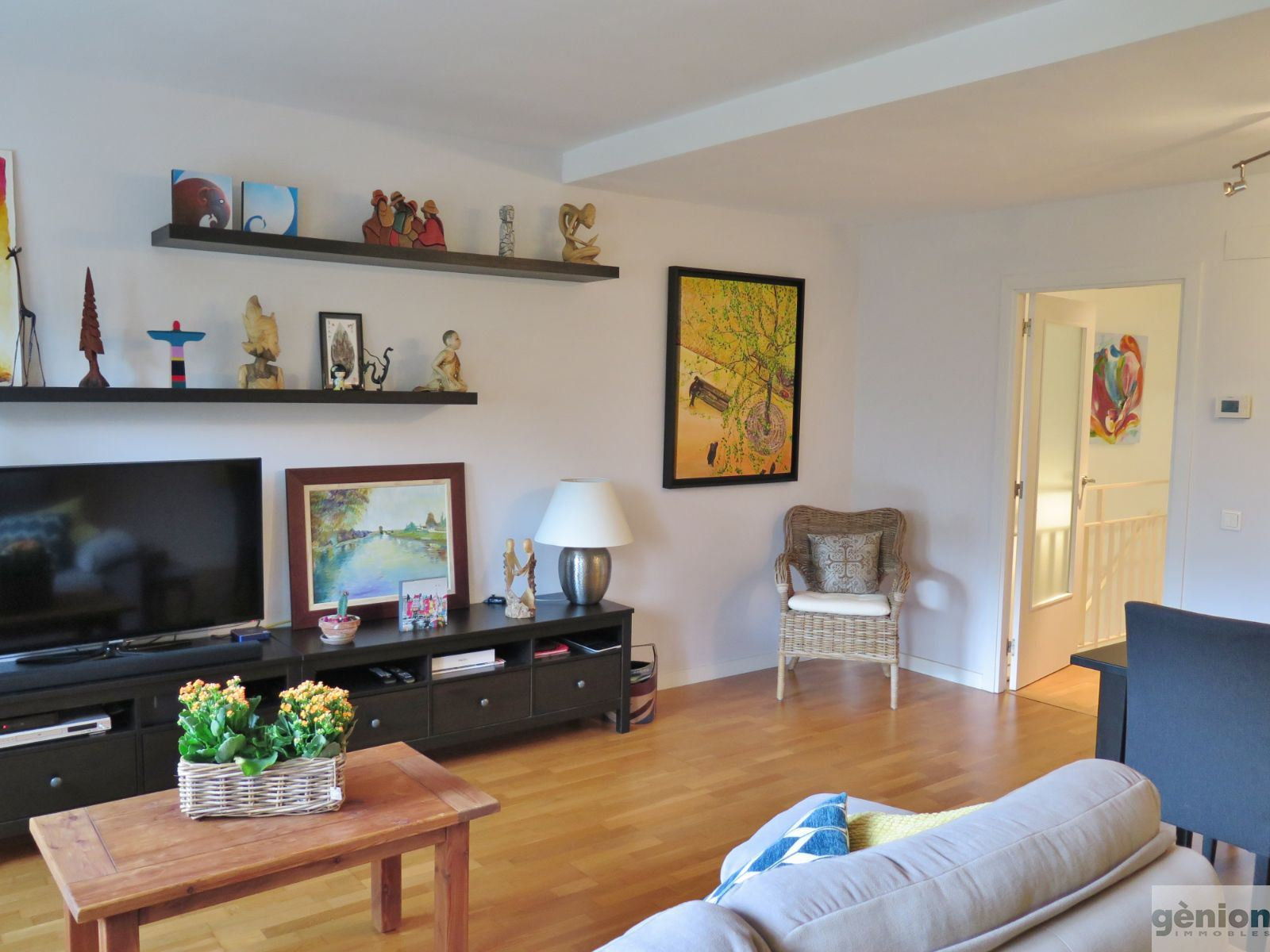 THREE-BEDROOM, TWO-STOREY APARTMENT IN PLA DE PALAU, GIRONA. LARGE PARKING SPACE INCLUDED
