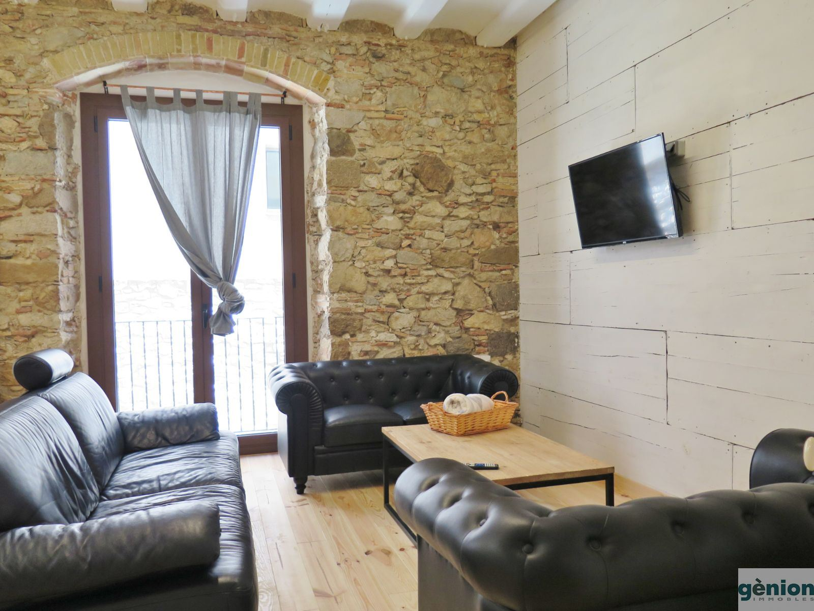 244 m² TWO-STOREY APARTMENT WITH 70 m² PATIO AND SWIMMING POOL, IN THE HEART OF GIRONA'S BARRI VELL (OLD QUARTER)