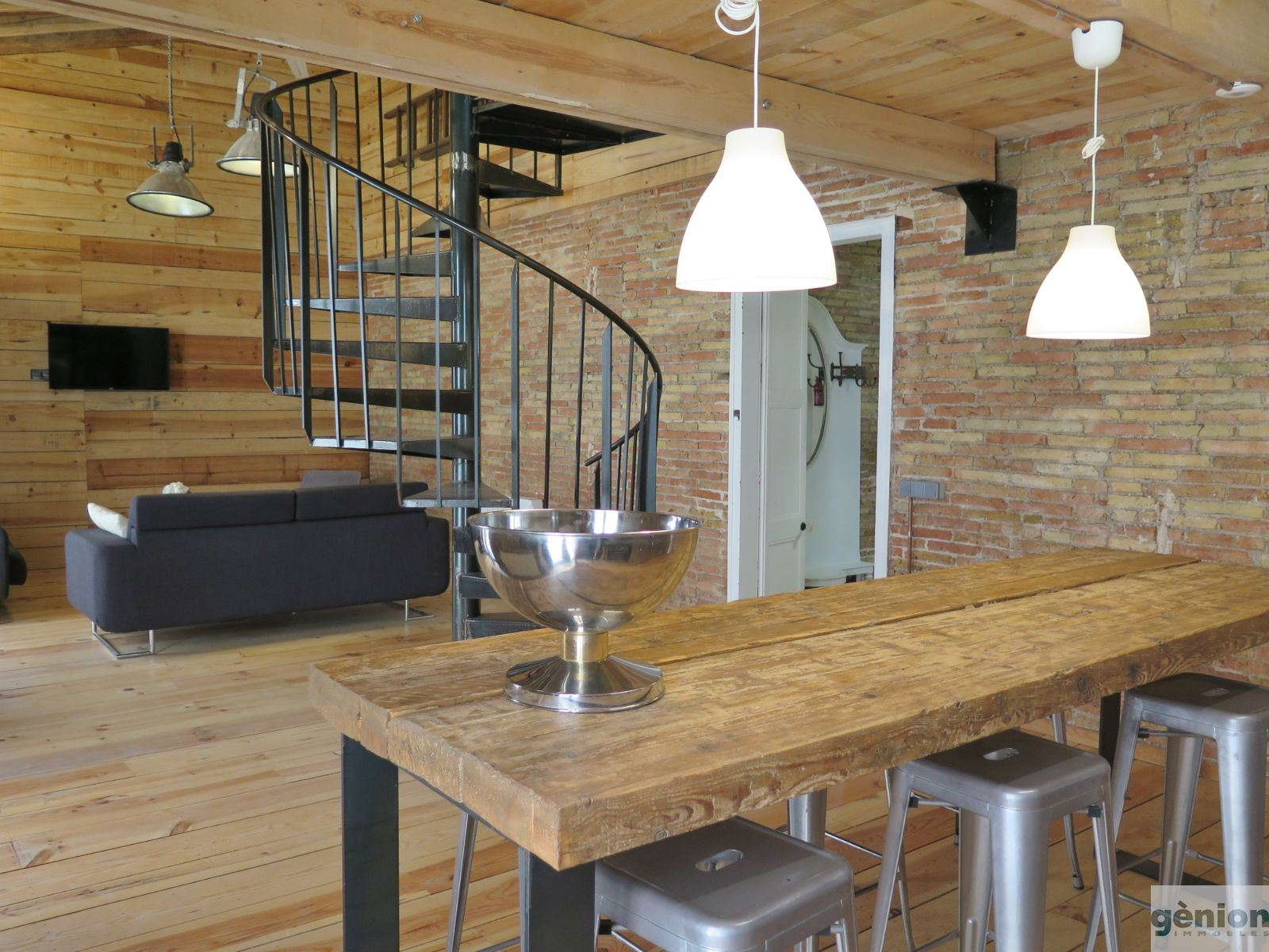 204 m² TWO-STOREY ATTIC APARTMENT IN GIRONA'S BARRI VELL (OLD QUARTER). FULLY REFURBISHED HISTORIC BUILDING