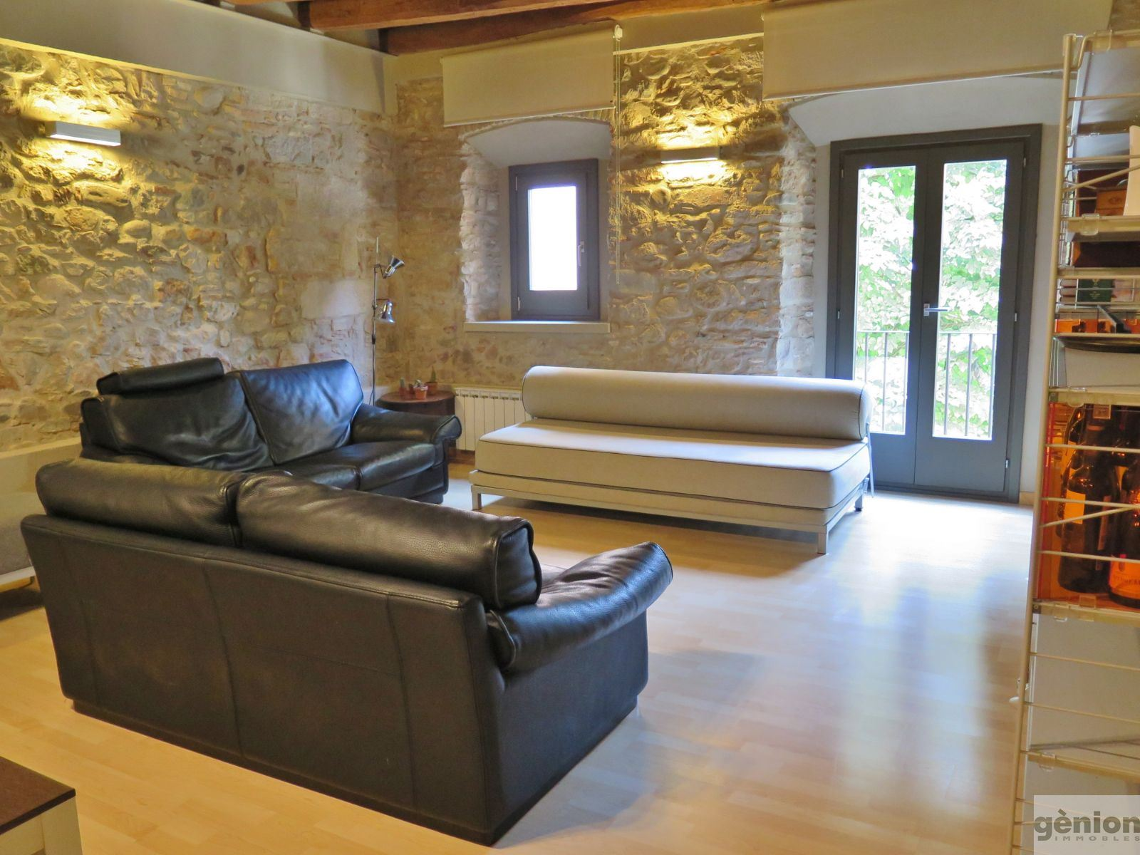 120 M² APARTMENT IN THE HEART OF GIRONA'S BARRI VELL (OLD QUARTER). FULLY REFURBISHED HISTORIC BUILDING