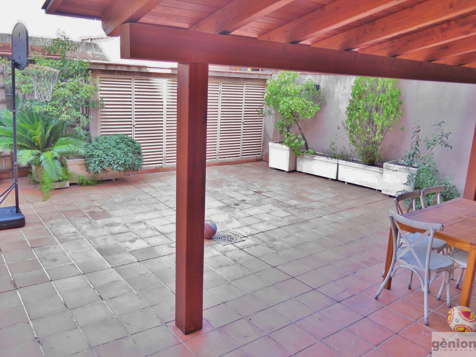 5-BEDROOM APARTMENT WITH LARGE TERRACE IN GIRONA, NEXT TO MIGDIA PARK