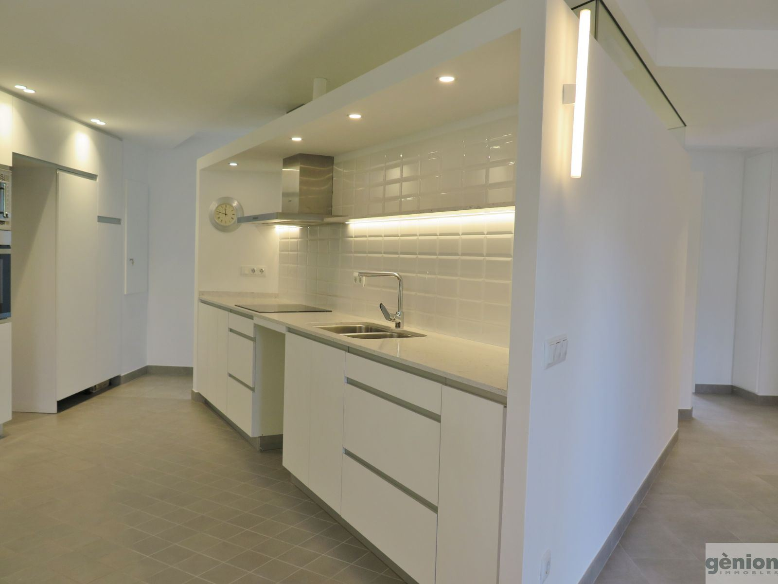 APARTMENT WITH 3 DOUBLE BEDROOMS IN MONTILIVI/PERICOT, GIRONA. FULLY REFURBISHED