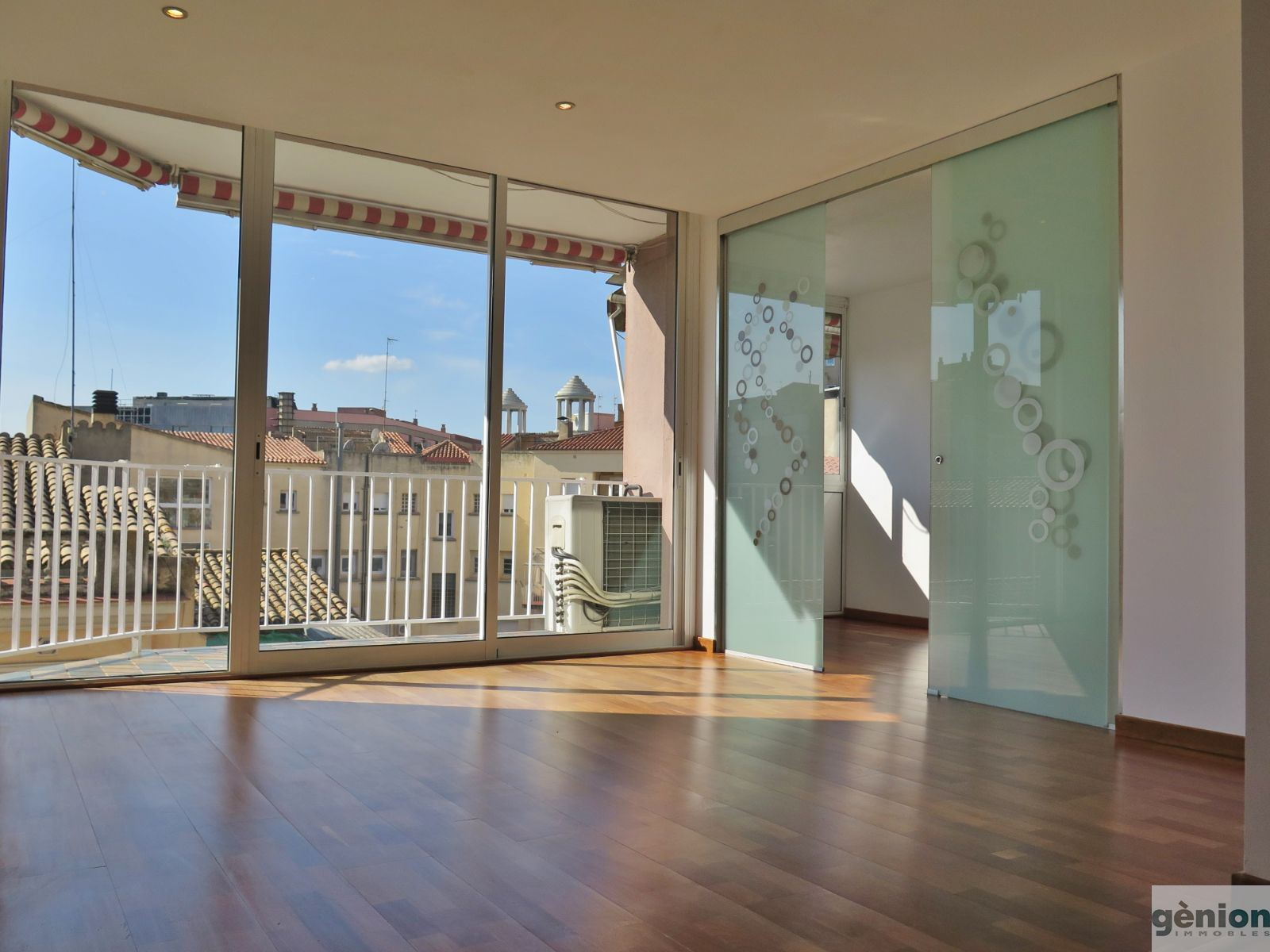 FIFTH FLOOR IN THE CENTRE OF GIRONA. LIVING AREA OF 53.83 M² AND 5.08 M² TERRACE