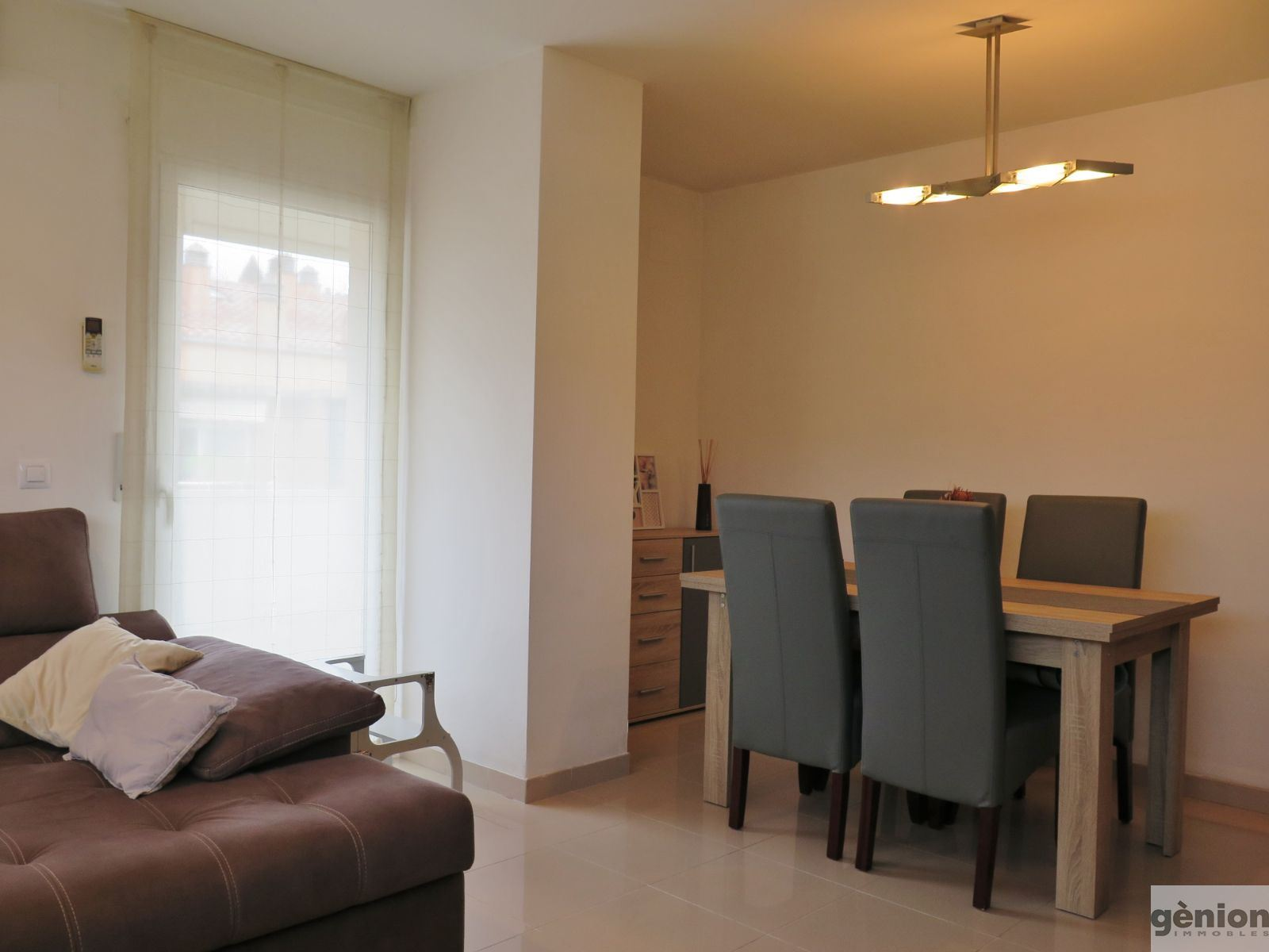 TWO-STOREY APARTMENT WITH 4 BEDROOMS AND A TERRACE IN GIRONA'S LA DEVESA DISTRICT, WITH LOFT STORAGE AREA.