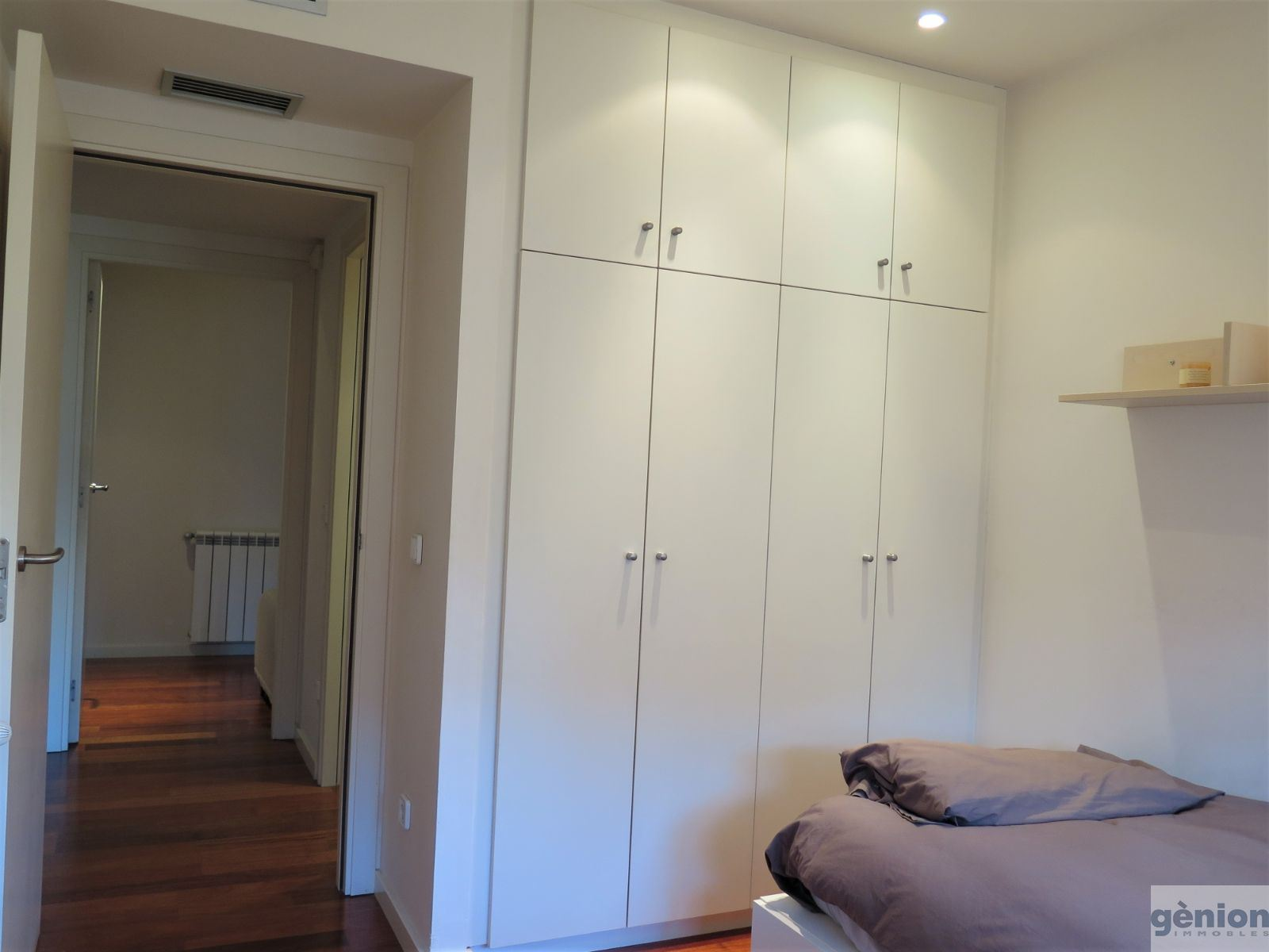 EXCLUSIVE 4-BEDROOM APARTMENT IN GIRONA'S MONTILIVI DISTRICT. OPTIONAL GARAGE
