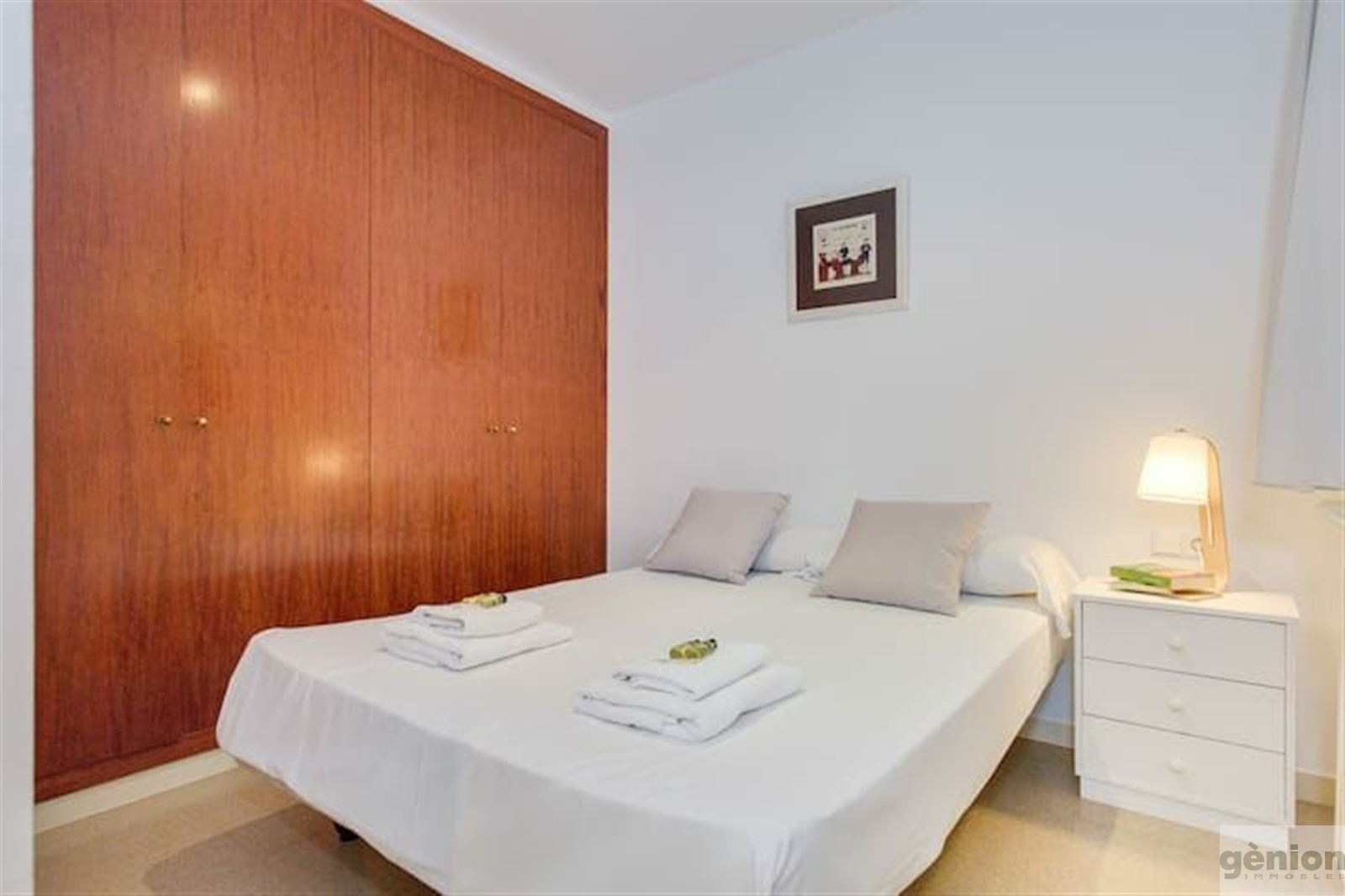 FOUR-BEDROOM APARTMENT IN GIRONA CITY CENTRE, NEXT TO PLAÇA DEL MERCAT