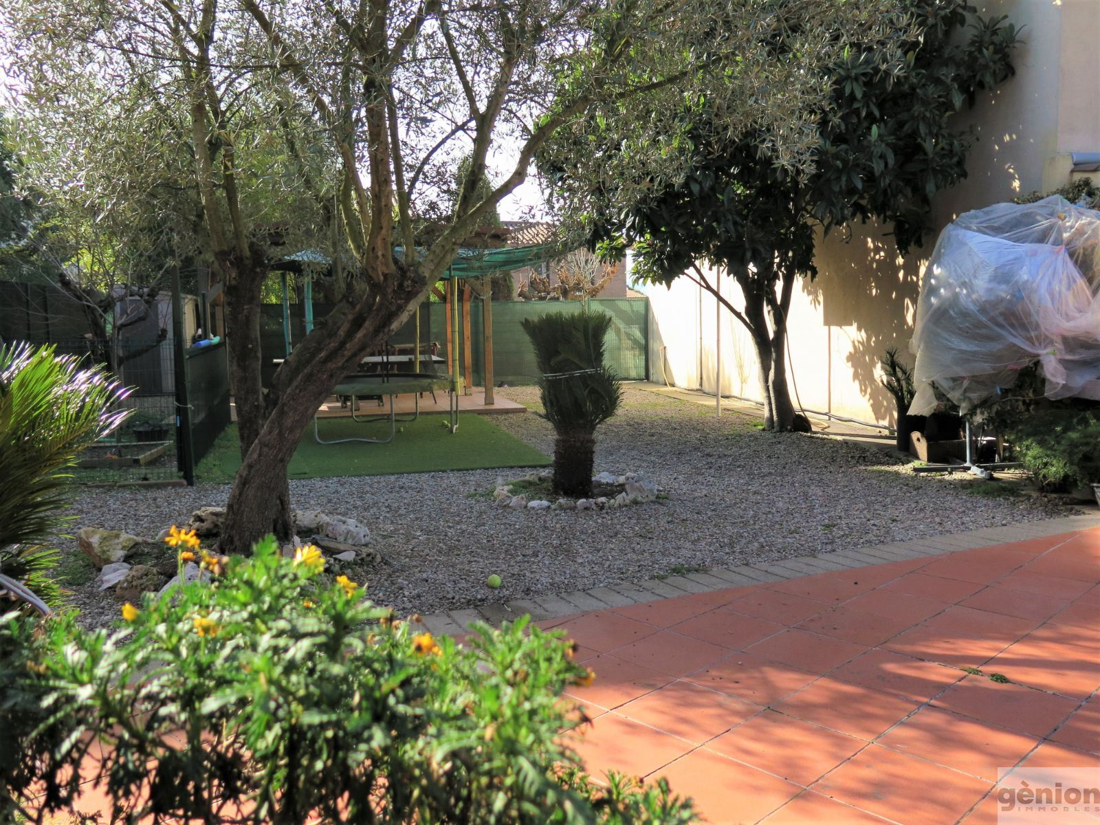 HOUSE IN PALAU, GIRONA. GROSS FLOOR AREA OF 389 m² ON AN 815 m² PLOT + PROJECT FOR 169 m² SEMI-ATTACHED HOUSE