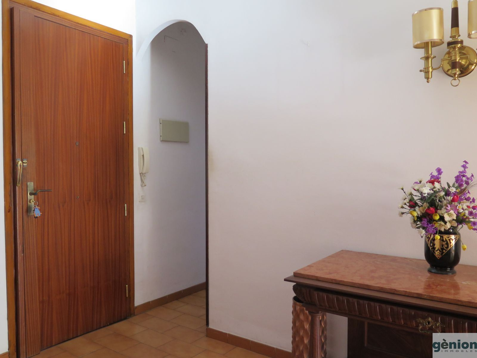 APARTMENT IN GIRONA CITY CENTRE / BARRI VELL. GROSS FLOOR AREA OF 149 m² AND SIX BEDROOMS. FOR REFURBISHMENT