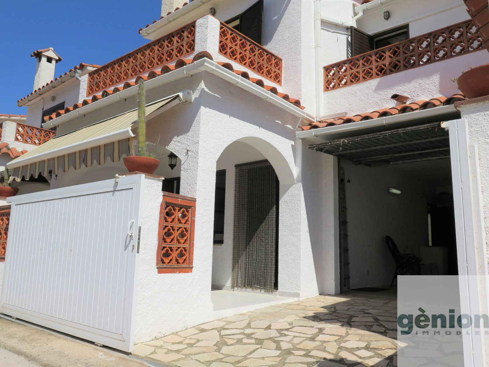 REFURBISHED 4-BEDROOM HOUSE IN L'ESCALA, JUST A FEW METRES FROM RIELLS BEACH