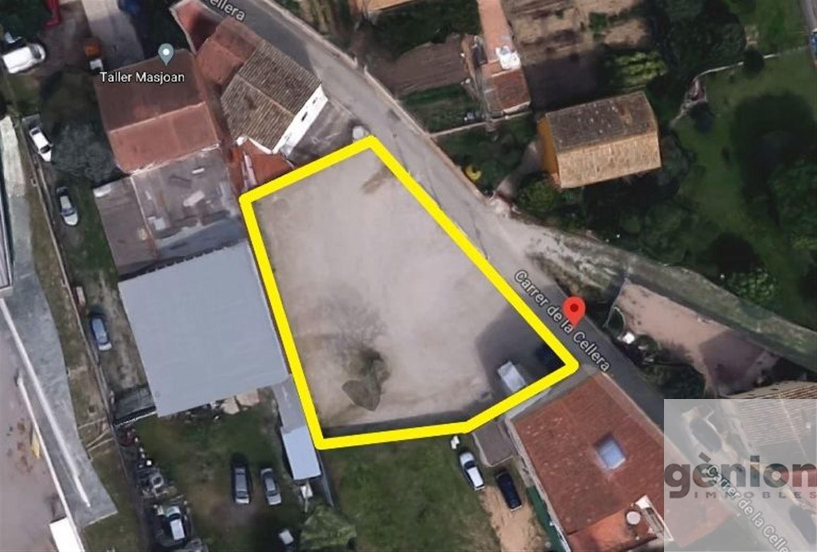 SOLAR PER FER-HI PISOS A RIUDELLOTS DE LA SELVA. 833M² DE SÒL I 2.046M² EDIFICABLES