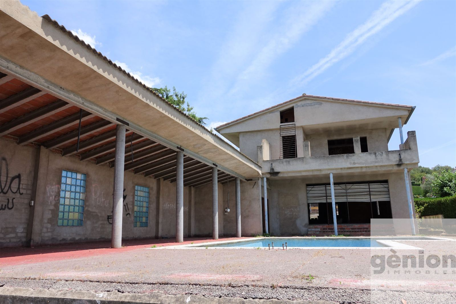 SEMI-FINISHED HOUSE IN PUIGVISTÓS, GIRONA. 597 M² GROSS FLOOR AREA ON A 824 M² PLOT
