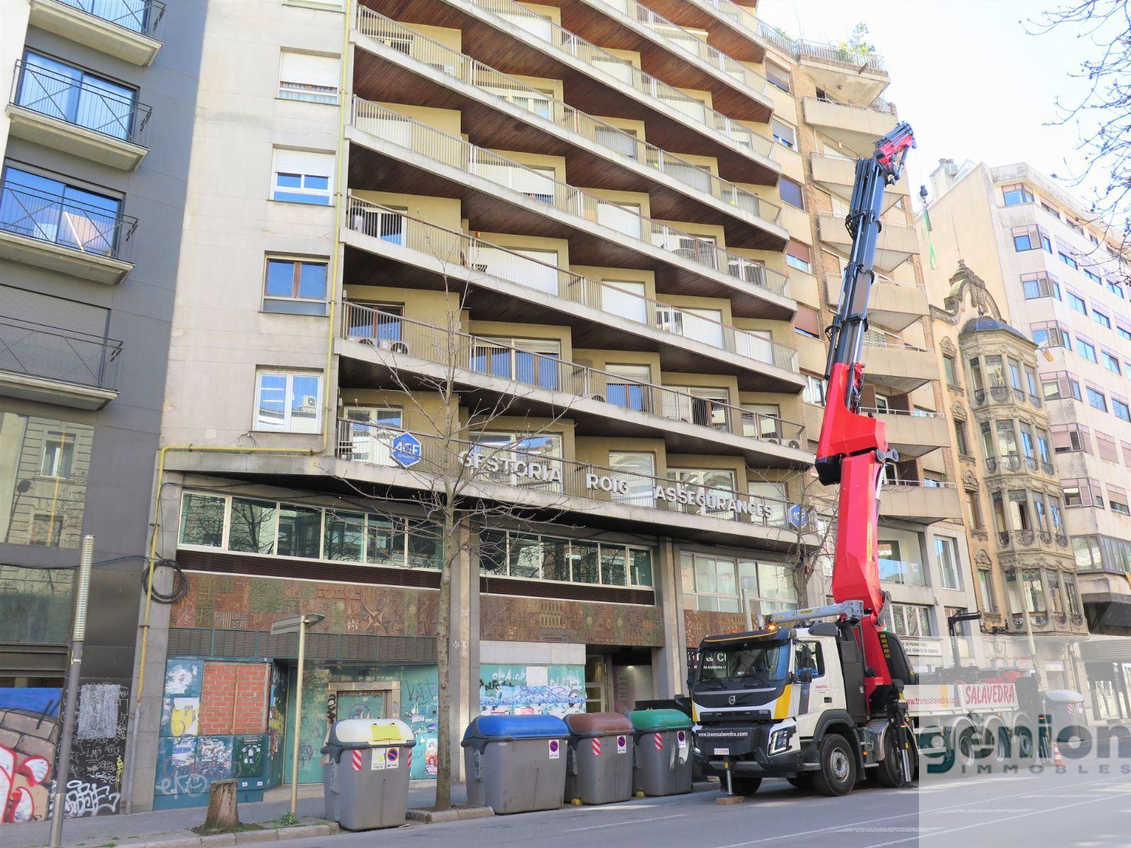 OFICINES AL CENTRE DE GIRONA. 319M² CONSTRUÏTS I 34,50M² DE TERRASSES